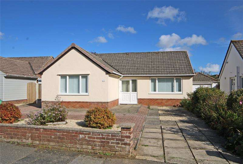 3 Bedrooms Bungalow for sale in Western Avenue, Barton on Sea, New Milton, BH25