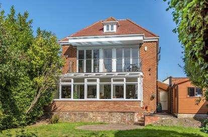 5 Bedrooms Detached House for sale in Goddington Lane, Orpington