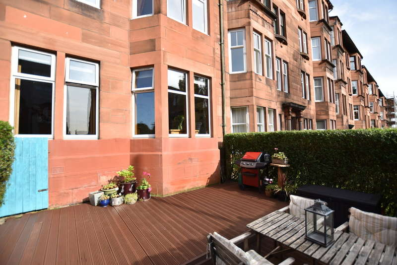 2 Bedrooms Flat for sale in Edgehill Road, Broomhill, Glasgow