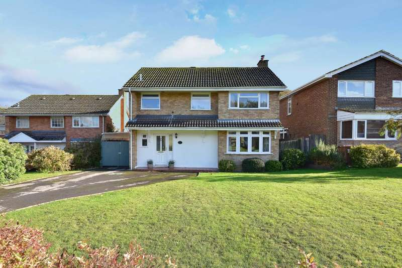 3 Bedrooms Detached House for sale in Kempshott, Basingstoke, RG22