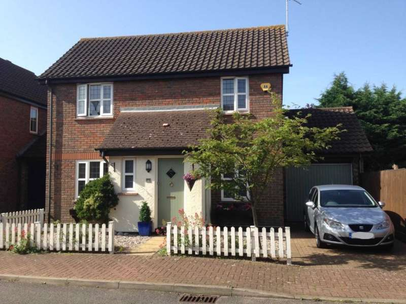 3 Bedrooms Link Detached House for sale in Larch Close, Steeple View