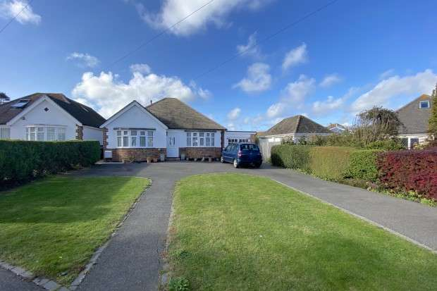 3 Bedrooms Bungalow for sale in Reynoldstown Lane, Polegate, BN26
