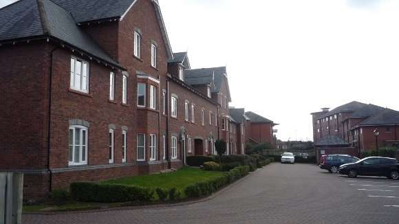 2 Bedrooms Flat for rent in Towergate, Chester