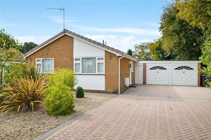 3 Bedrooms Bungalow for sale in Queens Close, West Moors, Ferndown, Dorset, BH22