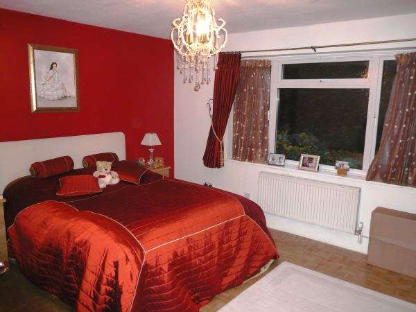 2 Bedrooms Flat for rent in Blenheim Court, Woodford Green, Essex