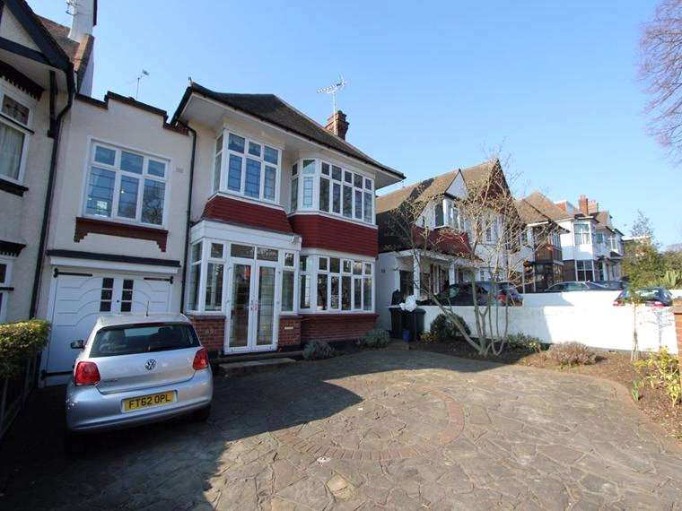 5 Bedrooms Link Detached House for rent in Chalkwell Avenue, Westcliff-on-Sea, Essex, SS0