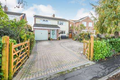 4 Bedrooms Detached House for sale in Panfield, Braintree, Essex
