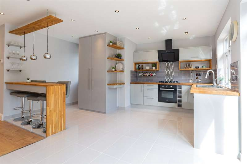 5 Bedrooms End Of Terrace House for rent in Church Drive, London, NW9