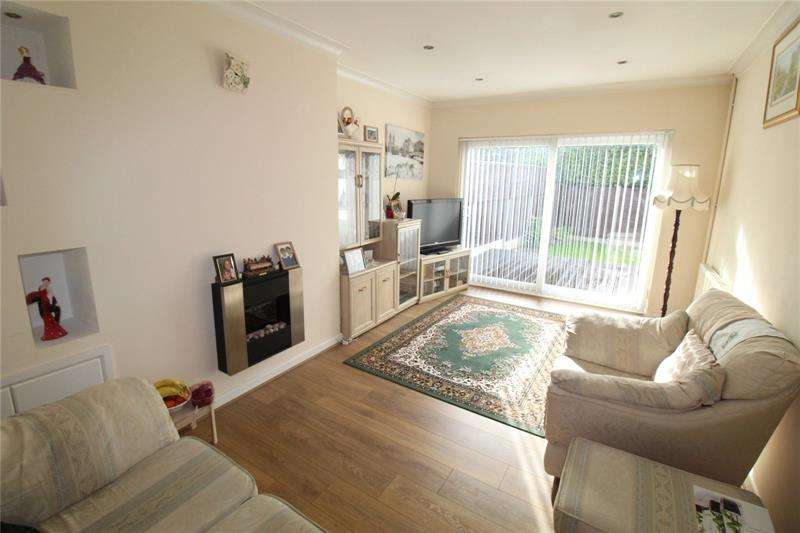 2 Bedrooms Bungalow for sale in Tollgate, Thundersley, Essex, SS7