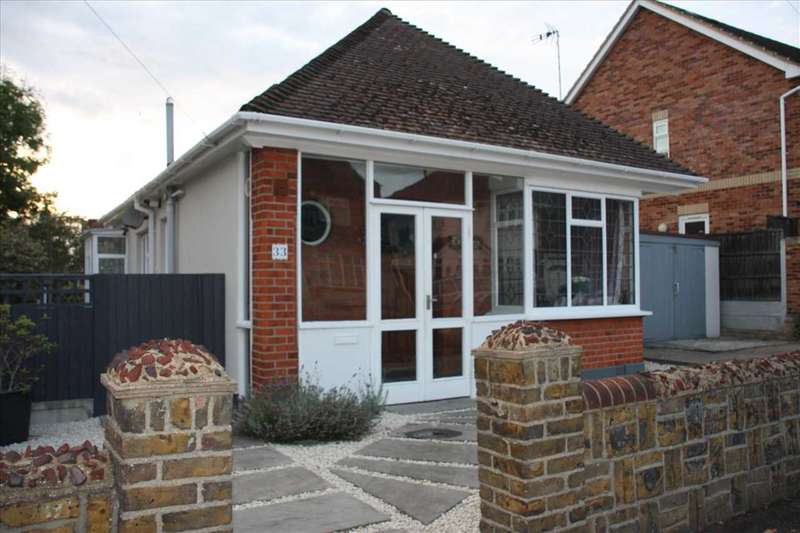 2 Bedrooms Bungalow for sale in Westcliff on Sea