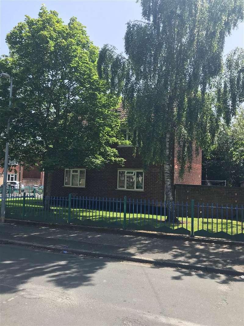 2 Bedrooms Flat for rent in Buckingham Road, Swinton
