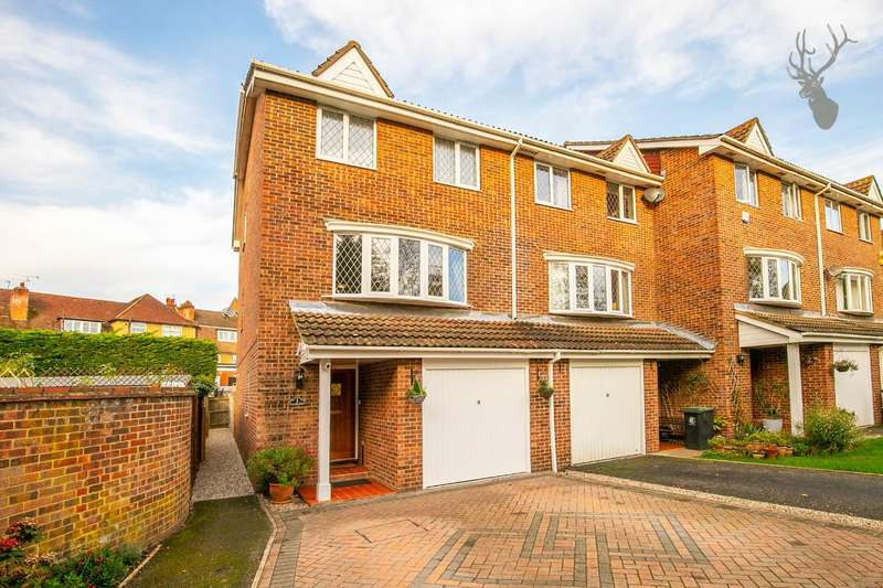 4 Bedrooms End Of Terrace House for sale in Slade End, Theydon Bois, Epping