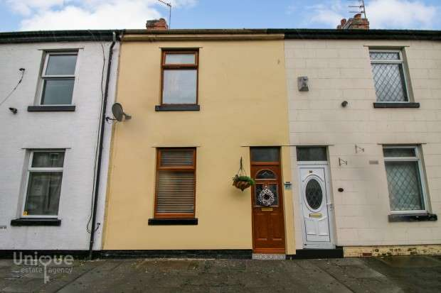 2 Bedrooms Terraced House for sale in Kemp Street, Fleetwood, FY7