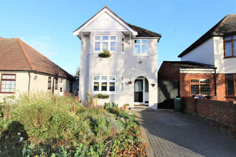 3 Bedrooms Detached House for sale in Connaught Avenue, North Grays, RM16