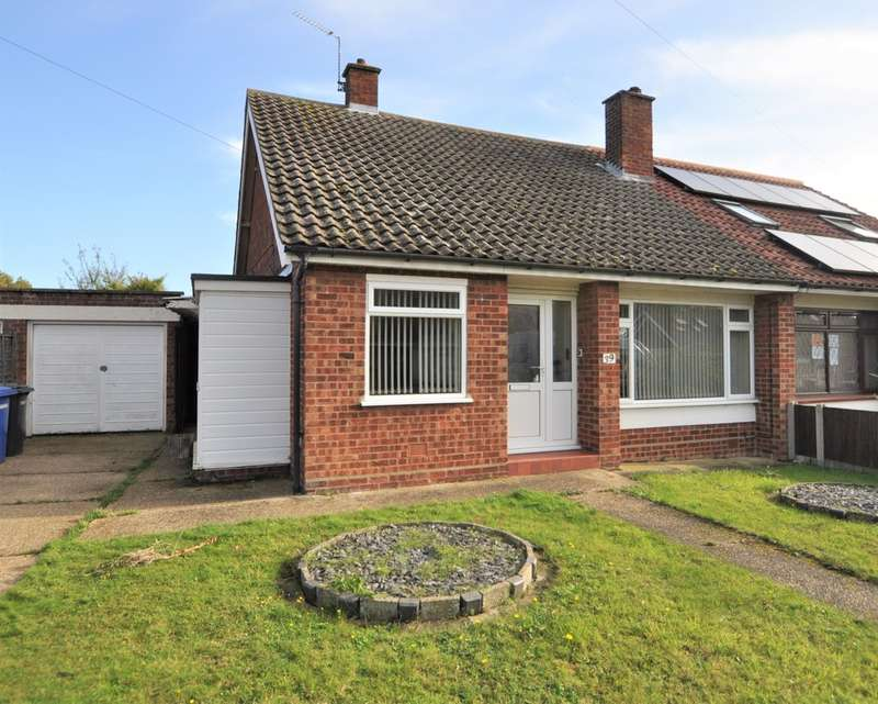 3 Bedrooms Semi Detached Bungalow for sale in Dukes Drive, Halesworth