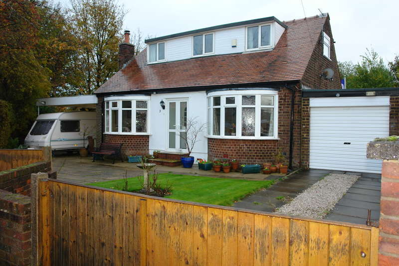 3 Bedrooms Detached Bungalow for sale in Norley Close, Chadderton