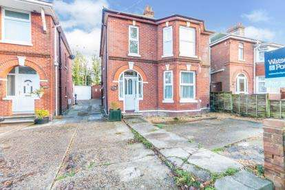 4 Bedrooms Detached House for sale in Newport, Isle Of Wight, .