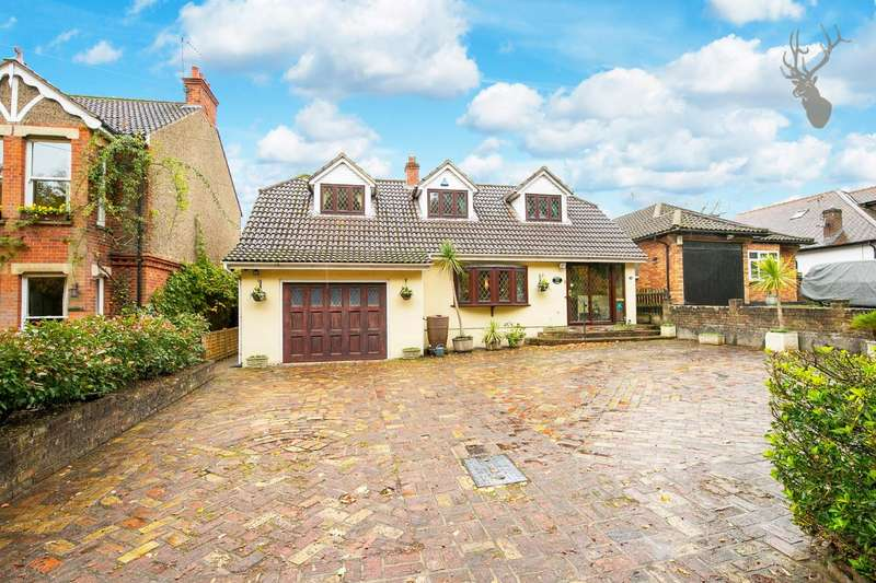 4 Bedrooms Detached House for sale in Coppice Row, Theydon Bois, Epping