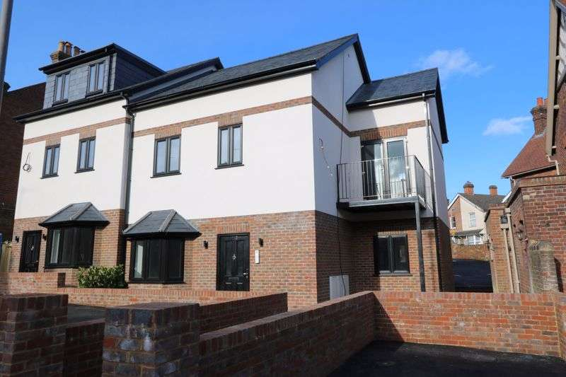 2 Bedrooms Property for sale in Central Location, High Wycombe