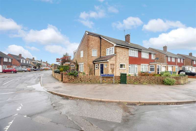 4 Bedrooms Semi Detached House for sale in Adelaide Drive, Sittingbourne