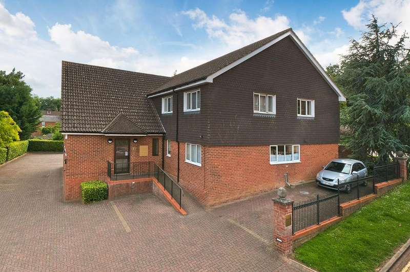 2 Bedrooms Flat for sale in Police Station Road, West Malling