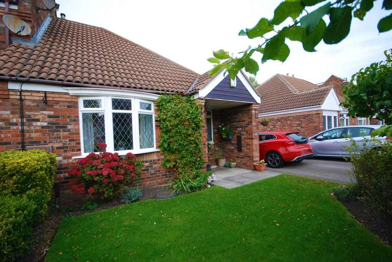 2 Bedrooms Bungalow for sale in Lilburn Close, East Boldon