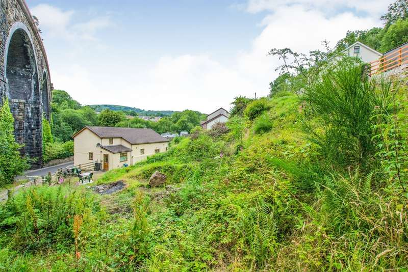 3 Bedrooms Cottage House for sale in Viaduct Road, Garndiffaith, PONTYPOOL