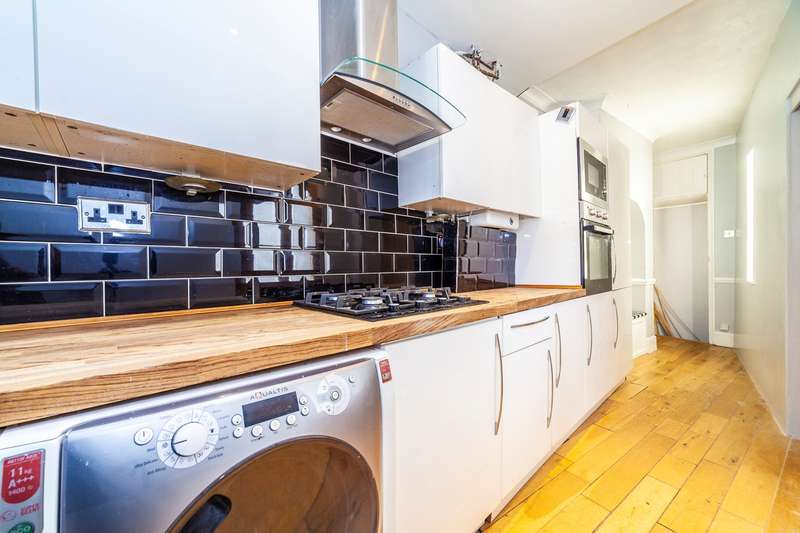 3 Bedrooms End Of Terrace House for rent in Whitehorse Road, Croydon, CR0