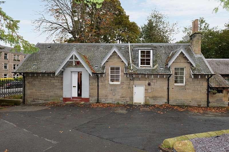 3 Bedrooms Semi-detached Villa House