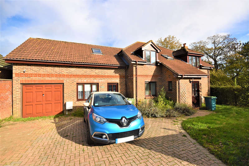 6 Bedrooms Detached House for sale in St. Edmunds Walk, Wootton