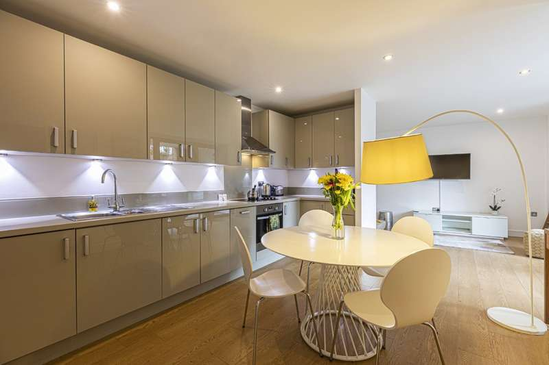 2 Bedrooms Flat for rent in Chamberlain Court, Silwood Street, SE16