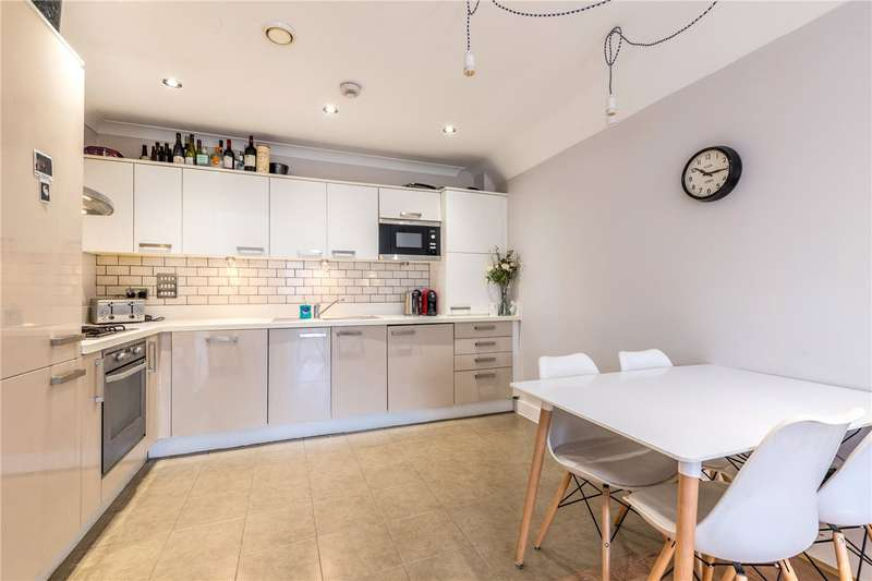 2 Bedrooms Flat for rent in Gordon Road, Nunhead, London, SE15