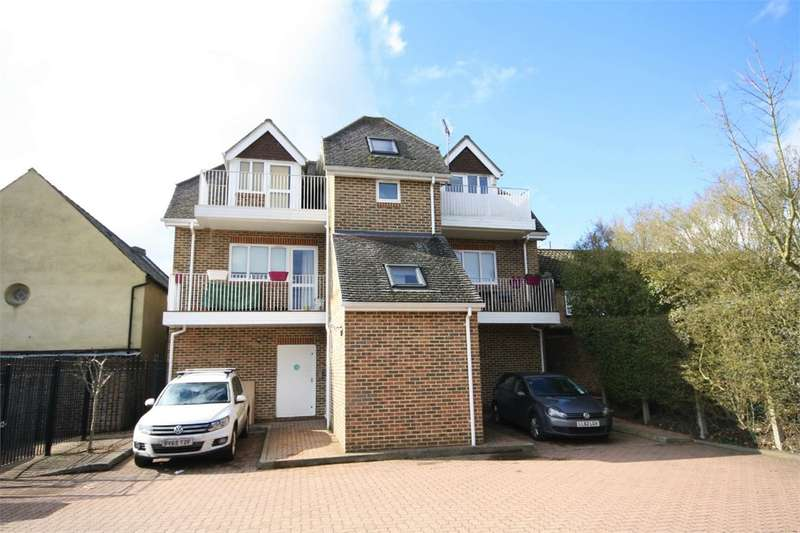 2 Bedrooms Apartment Flat for rent in Prospect Court, The Broadway, Farnham Common, SL2