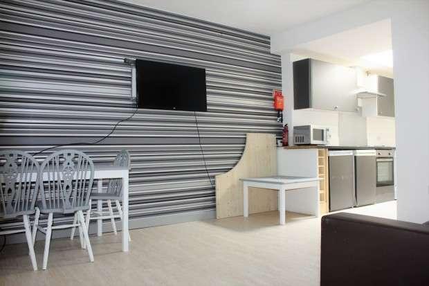 2 Bedrooms Flat Share for rent in Flat 1 Christ Church Street, Preston, PR1