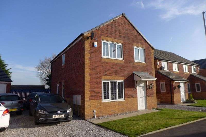 4 Bedrooms Property for sale in Prestall Court, Farnworth