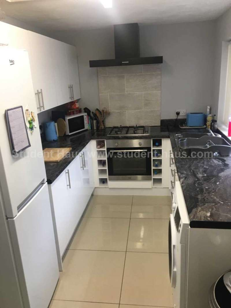 3 Bedrooms House for rent in Langton Street, Salford, M6 5PU