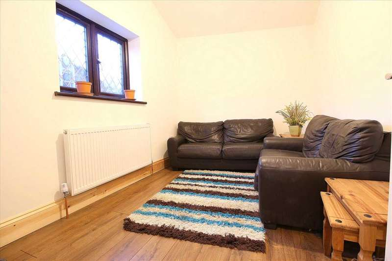 2 Bedrooms Flat for rent in Manser Road, Rainham