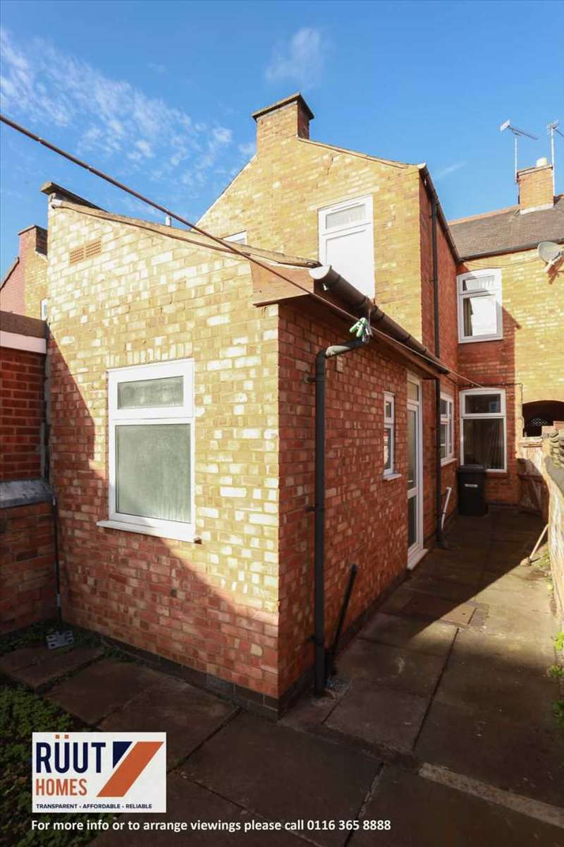 3 Bedrooms Terraced House for sale in Dundonald Road, Leicester