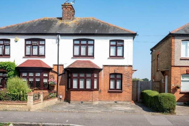 3 Bedrooms Semi Detached House for sale in Argyle Gardens, Upminster, RM14
