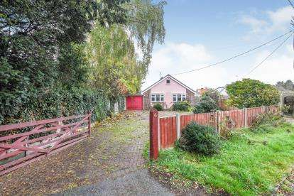 2 Bedrooms Bungalow for sale in Willows Green, Chelmsford