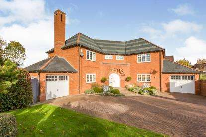 4 Bedrooms Detached House for sale in Wychwood Park, Weston, Crewe, Cheshire