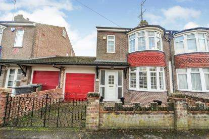 3 Bedrooms Semi Detached House for sale in Park Road, Dunstable, Bedfordshire