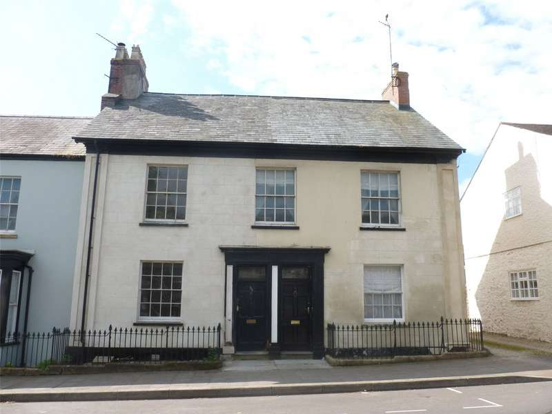 3 Bedrooms Terraced House for rent in High Street, Chard, Somerset, TA20