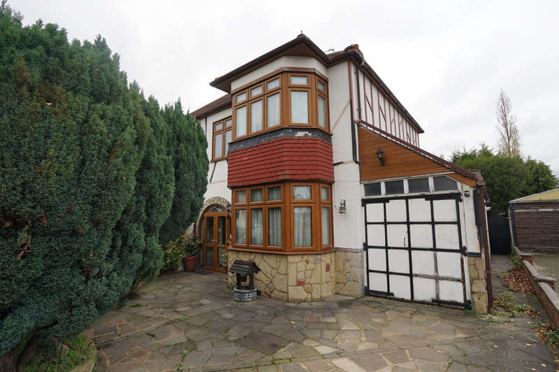 4 Bedrooms Semi Detached House for sale in Clayhall, IG5