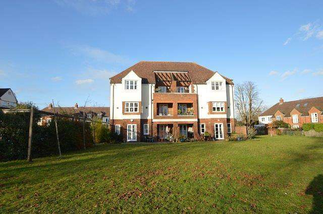1 Bedroom Apartment Flat for rent in 1 bedroom Top Floor Apartment in Pyrford