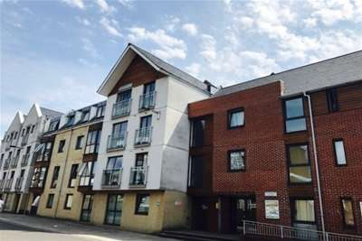 2 Bedrooms Flat for rent in Polymond House, Castle Way