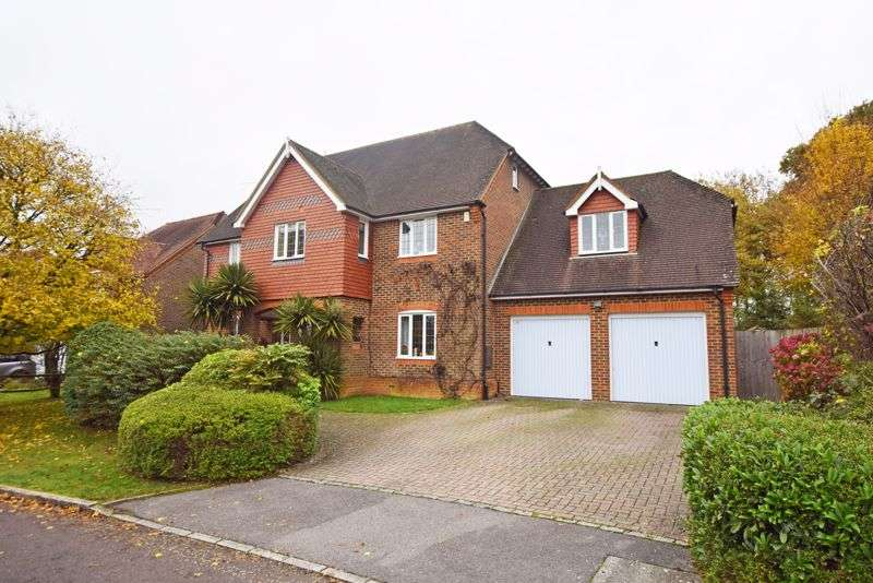 5 Bedrooms Property for sale in Penrose Way, Four Marks, Alton, Hampshire