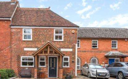 2 Bedrooms Terraced House for sale in The Horsefair, Romsey, Hampshire