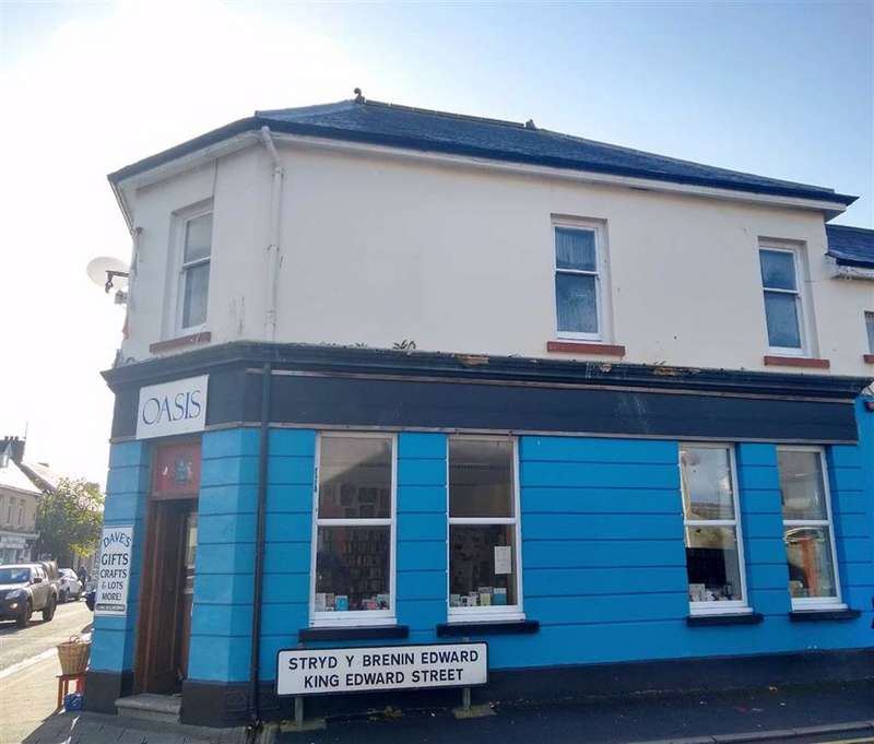 4 Bedrooms Flat for sale in St. John Street, Whitland, Carmarthenshire
