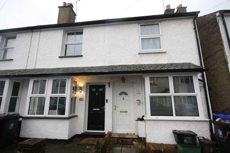 2 Bedrooms Property for rent in Pinewood Close, Gerrards Cross, SL9